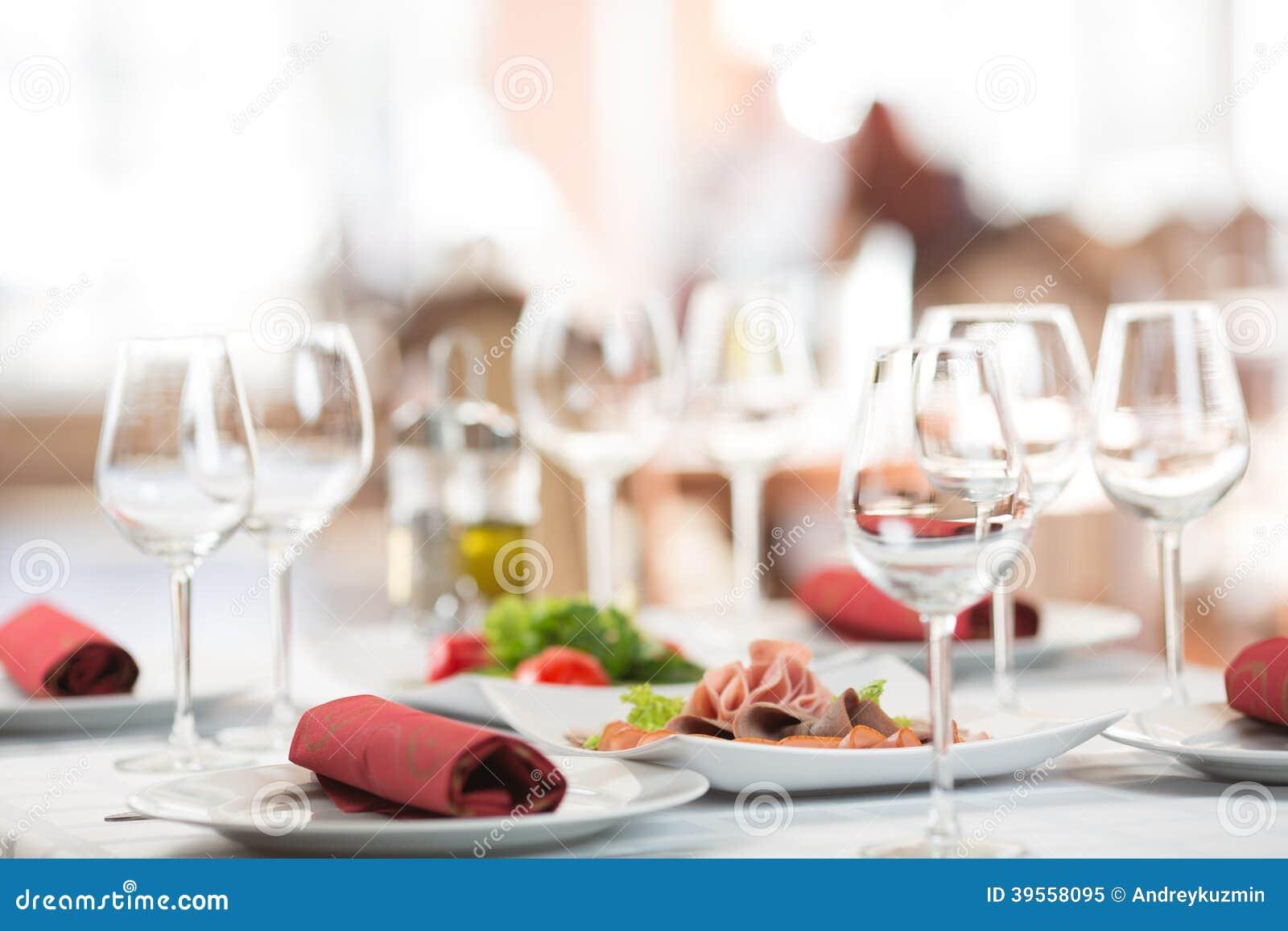 宴会设置桌在餐馆