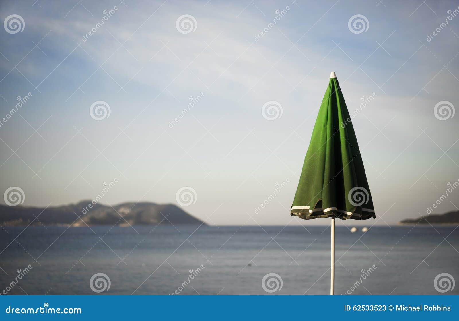 伞和希腊海岛