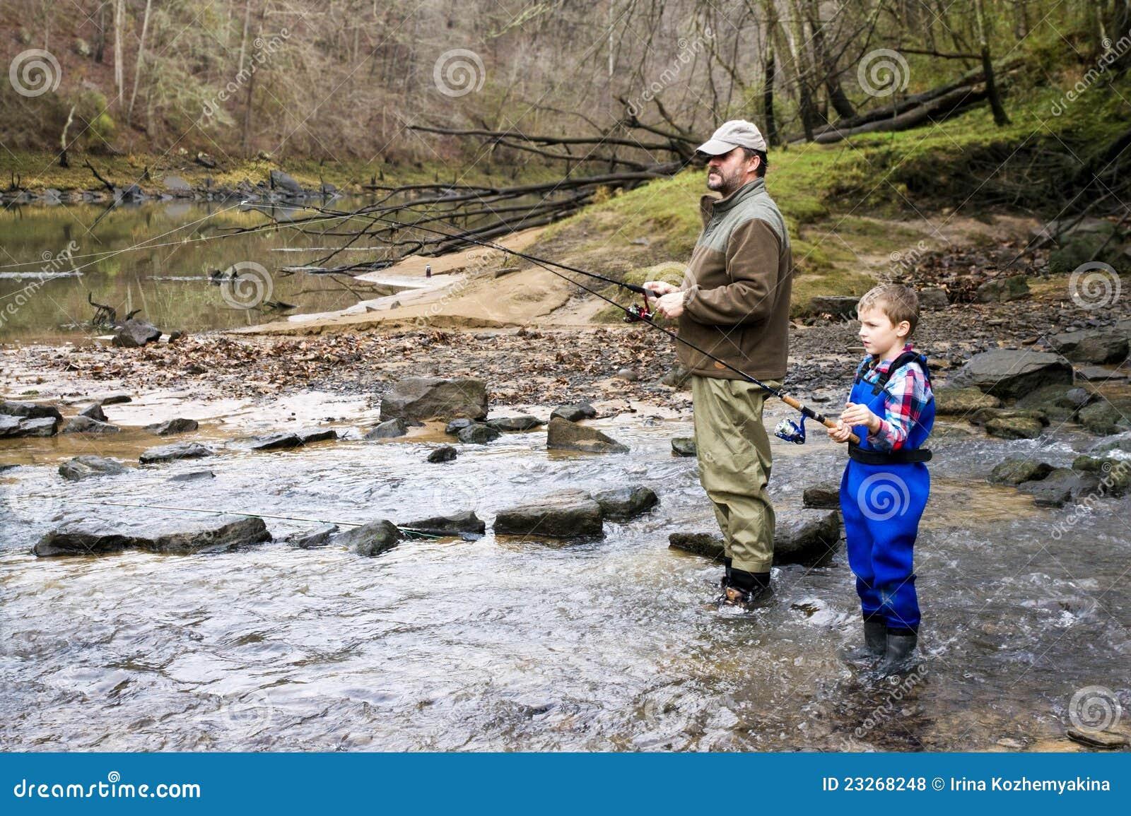 传染性的一起父亲儿子鳟鱼