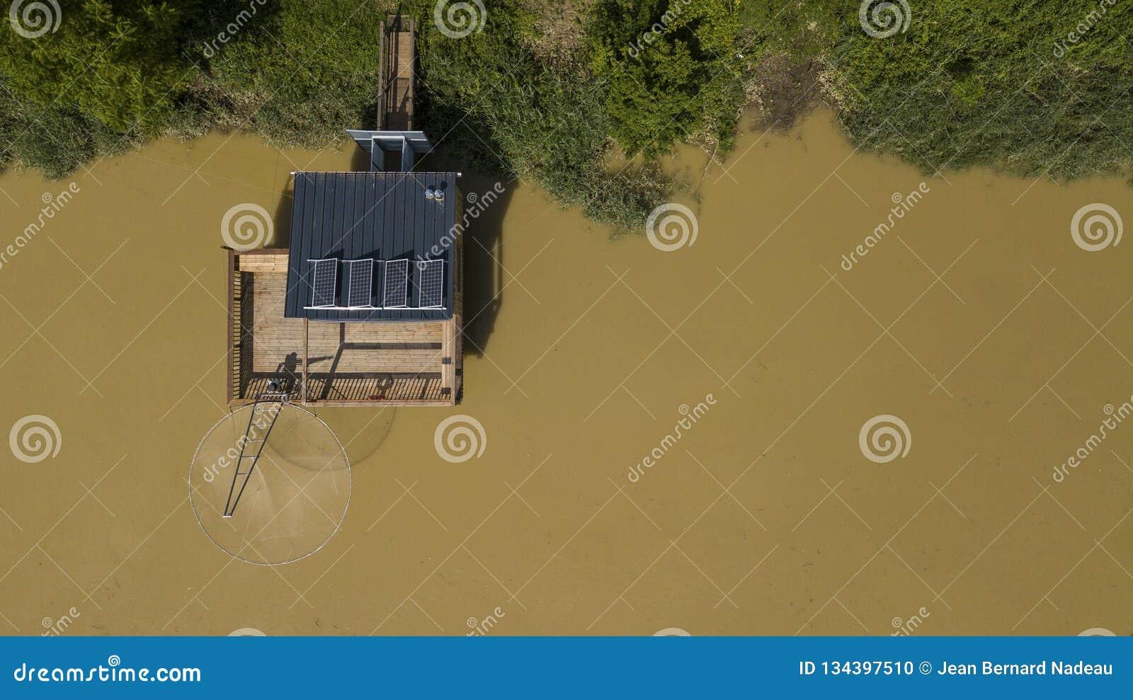 传统渔夫木小屋,加龙河