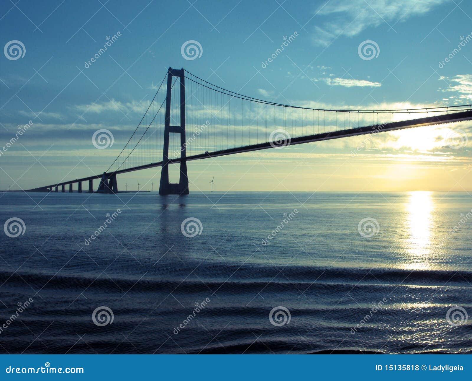 传送带桥梁丹麦巨大日落暂挂