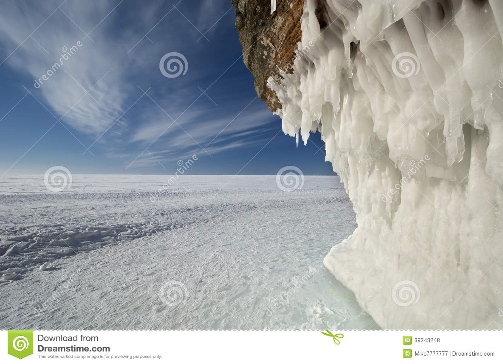 传道者海岛在冻苏必利尔湖,威斯康辛的冰洞