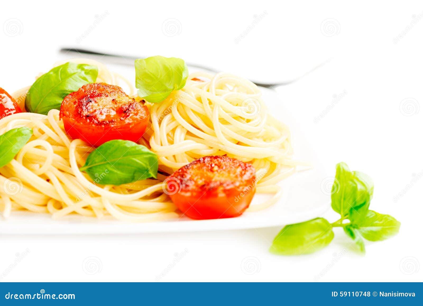 传统意大利通心面面团用烤蕃茄和orega
