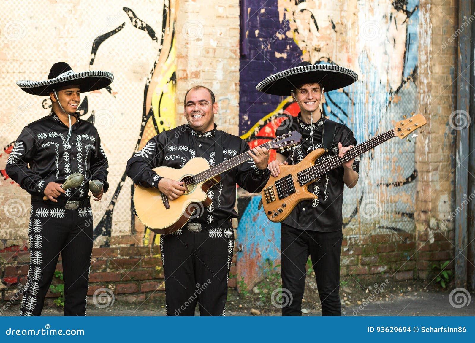 传统服装墨西哥流浪乐队的墨西哥音乐家