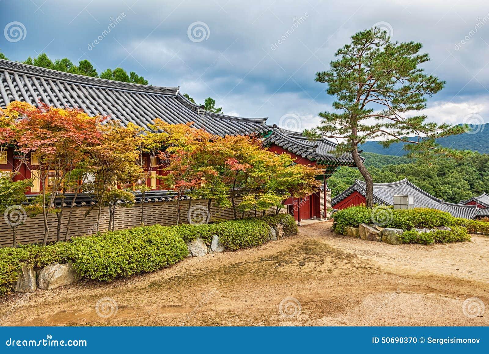 Download 传统建筑学老大厦寺庙在韩国 库存照片. 图片 包括有 拱道, 天空, 结构树, 反气旋, 聚会所, 传统 - 50690370