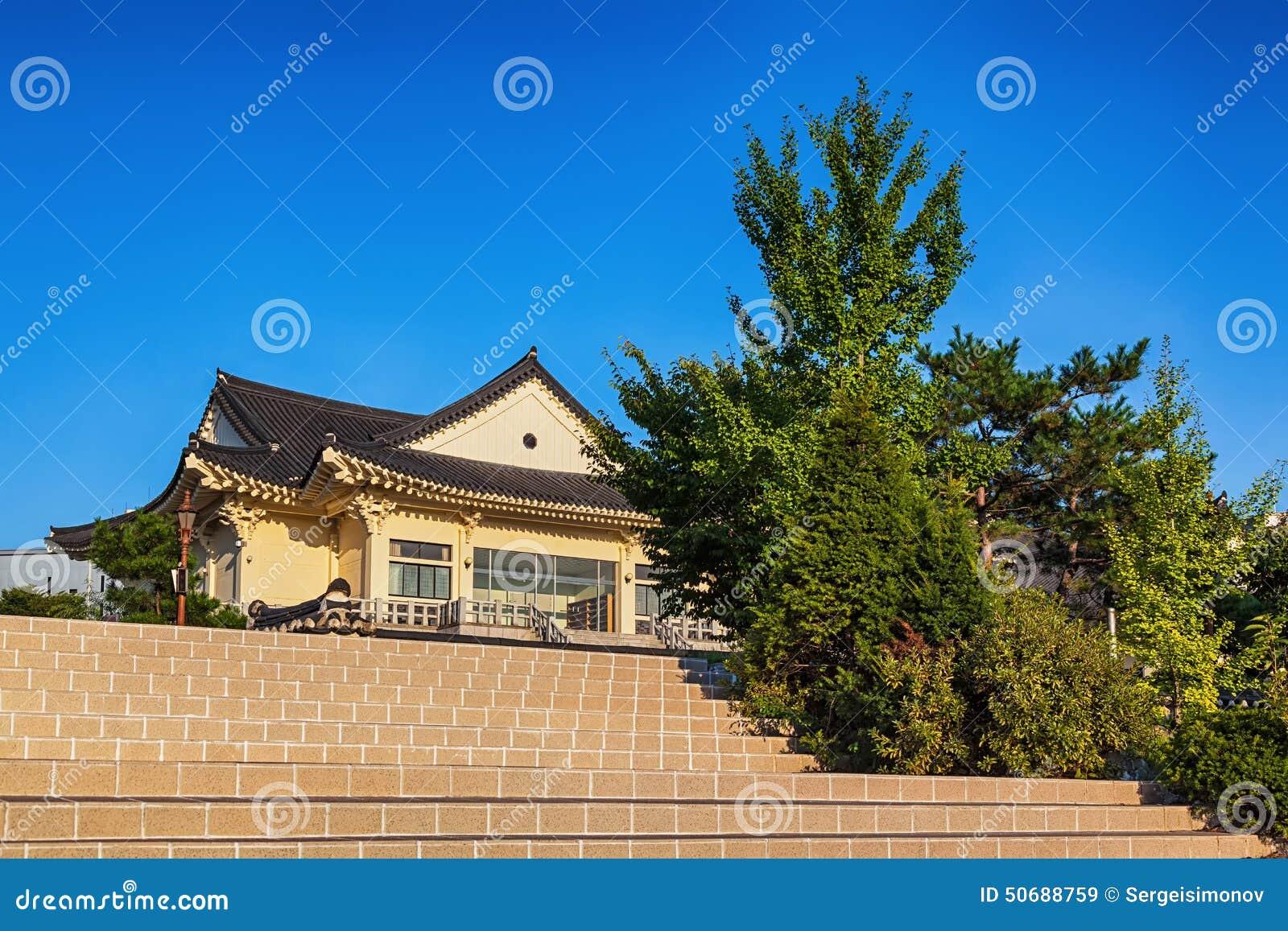 Download 传统建筑学老大厦或寺庙在韩国 库存图片. 图片 包括有 布琼布拉, 寺庙, 韩文, 拱道, 城市, 传统 - 50688759