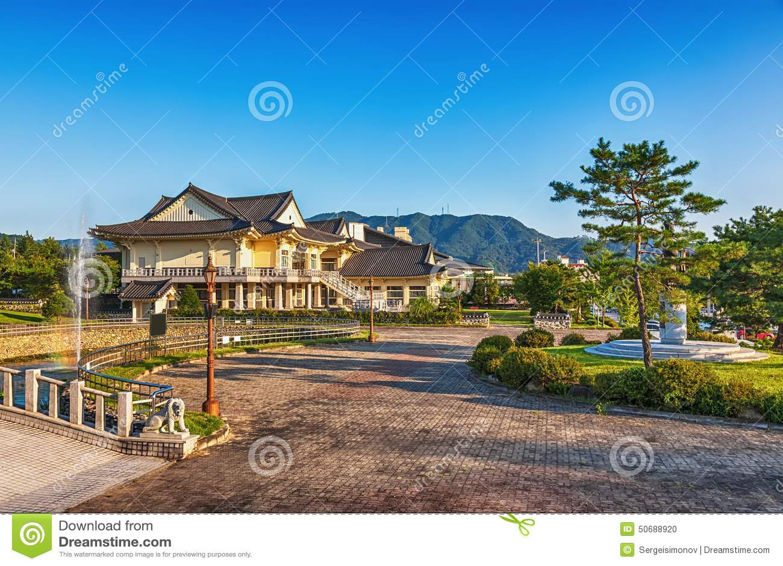 Download 传统建筑学老大厦或寺庙在韩国 库存照片. 图片 包括有 寺庙, 聚会所, 传统, 城市, 韩文, 布琼布拉 - 50688920