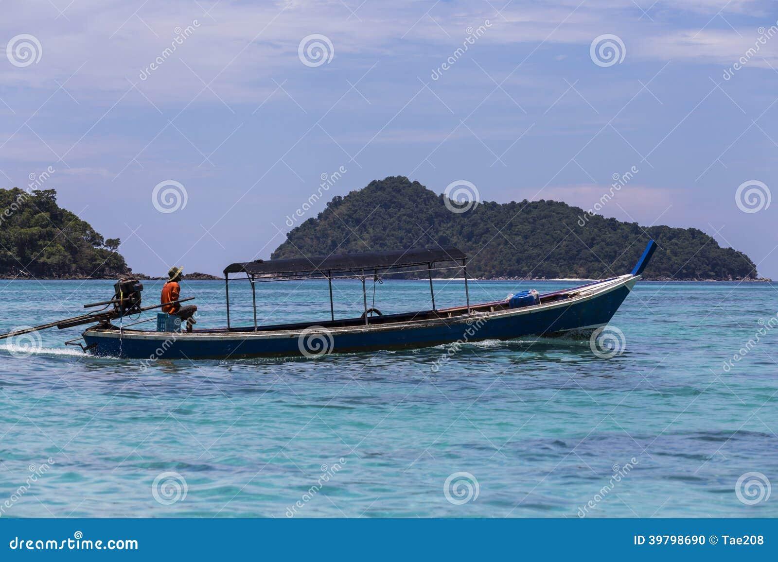 传统longtail小船Moken (海吉普赛人)在素林海岛