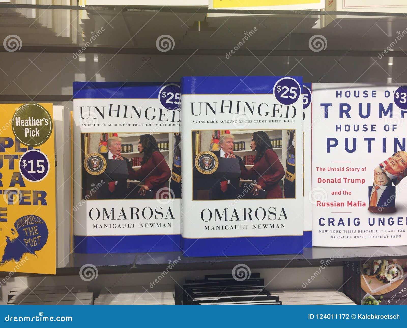 伦敦加拿大, 8月17日:显示新书的书架由omarosa叫精神错乱关于唐纳德・川普