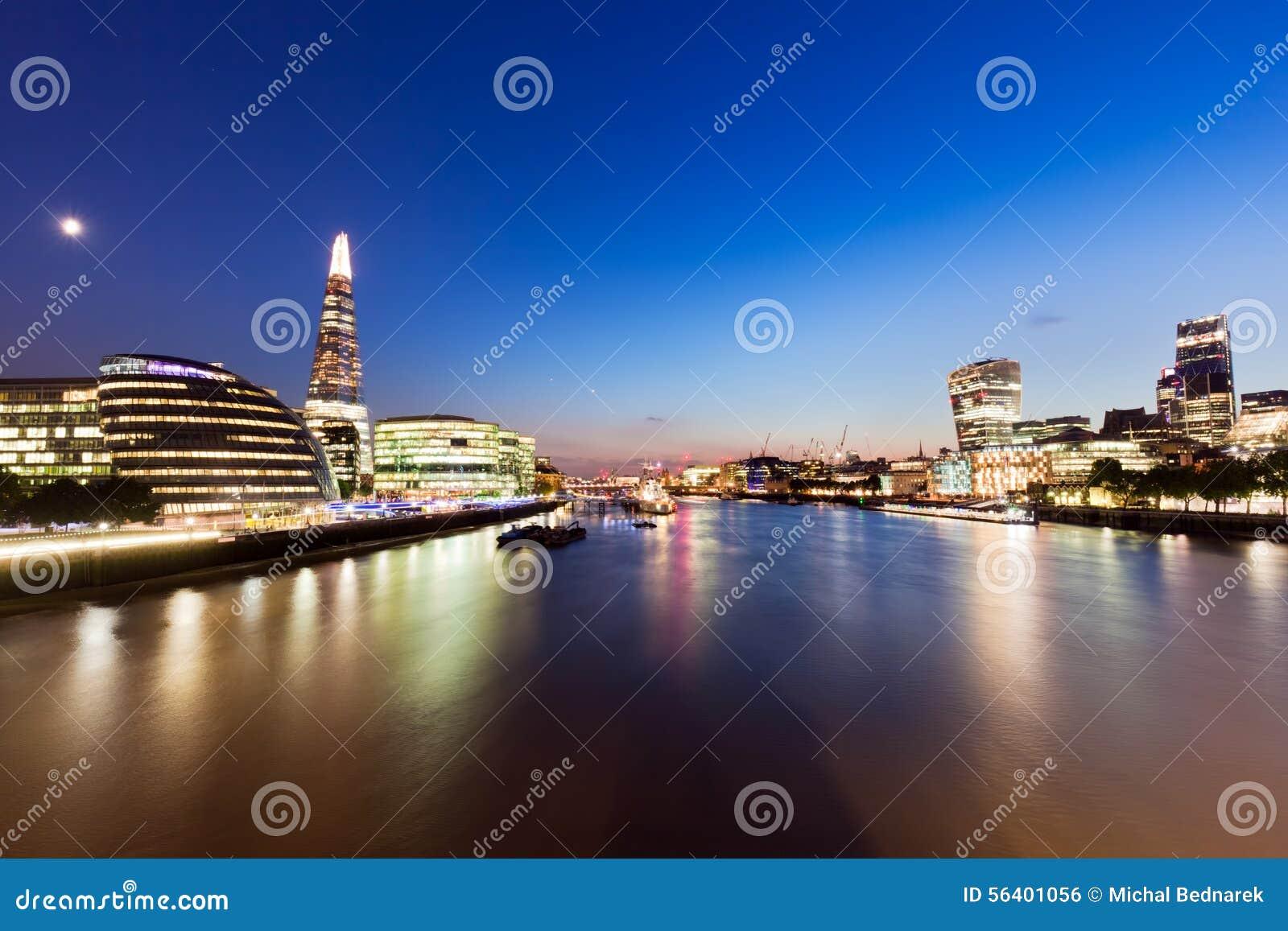 伦敦地平线全景在晚上,英国英国 泰晤士河,碎片,香港大会堂