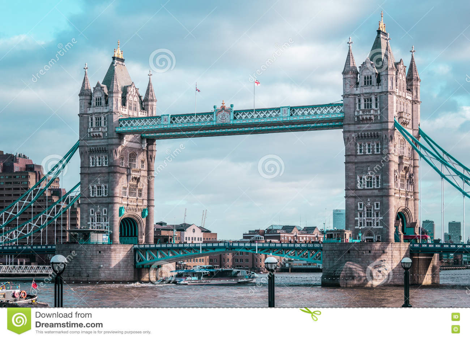 伦敦塔桥梁,晴朗的天气,英国