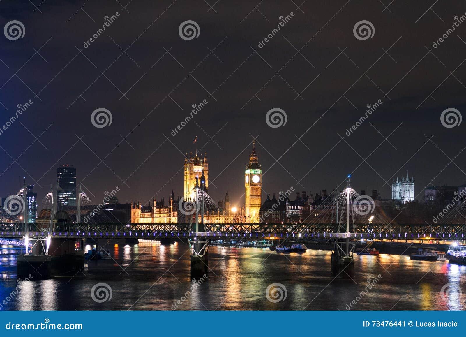 伦敦的眼睛和大本钟在晚上,英国