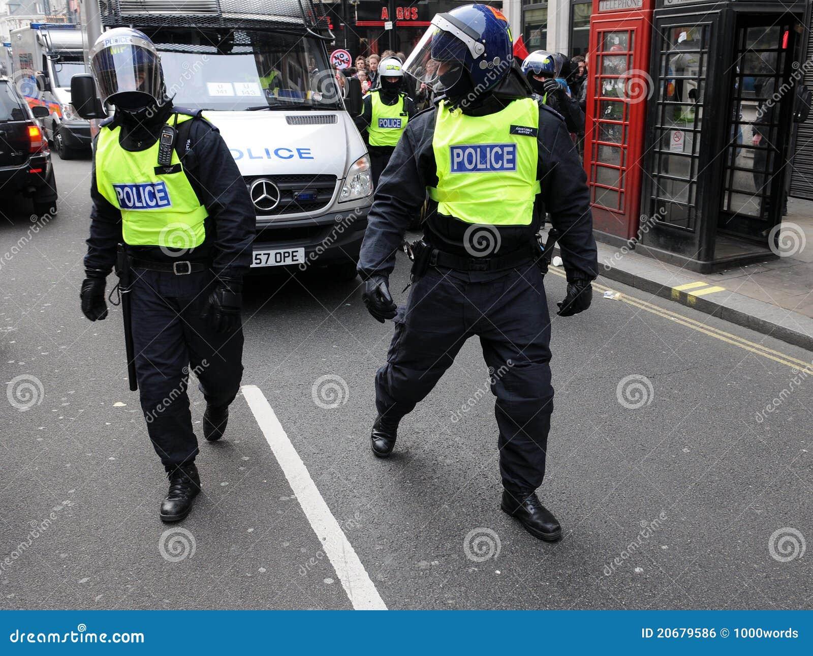 伦敦警察抗议暴乱