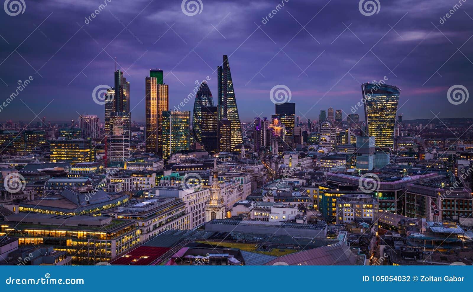 伦敦,英国-伦敦银行区全景地平线视图