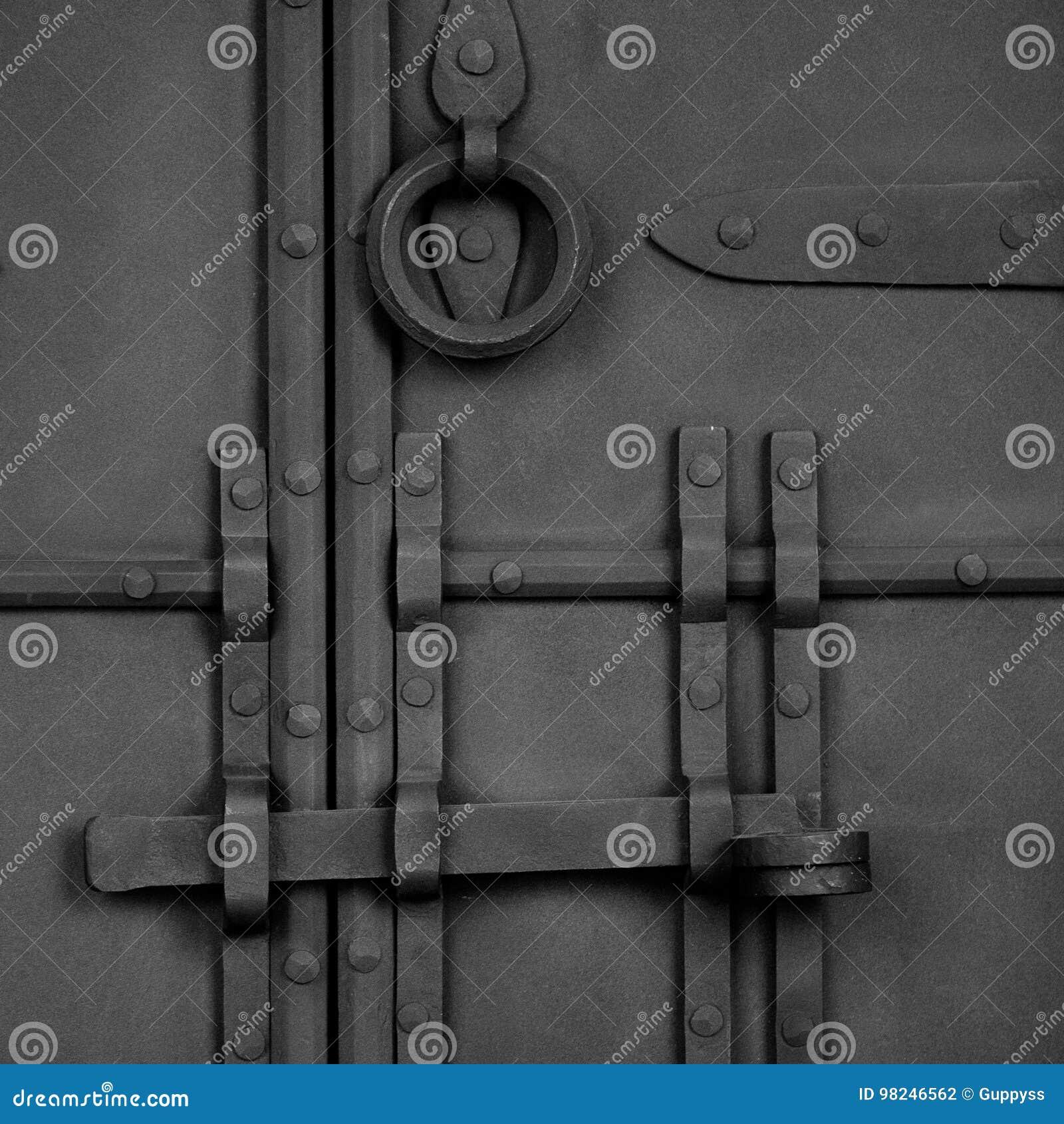 伪造的古色古香的门