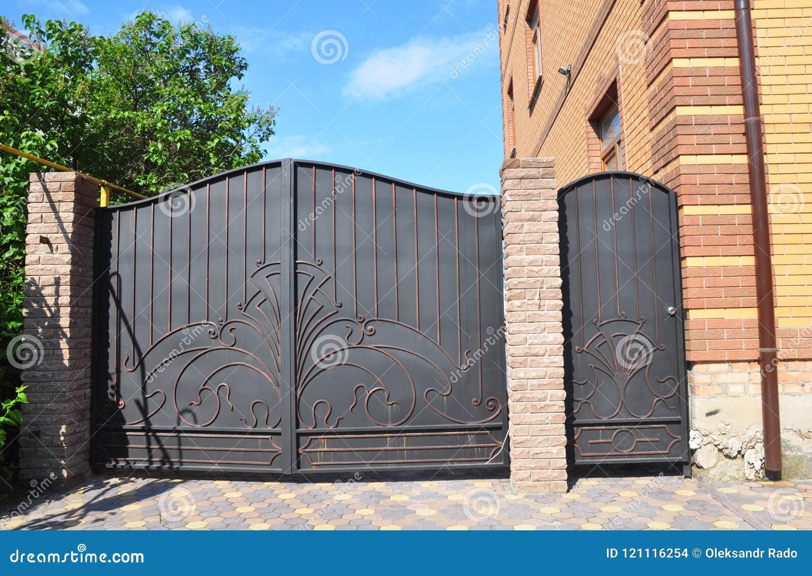 伪造的门和房子金属门 金属门-门