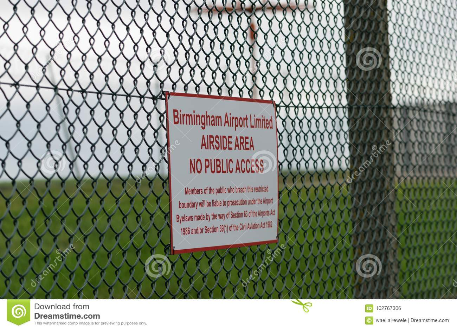 伯明翰国际机场,伯明翰,英国- 2017年10月28日:sorrounding机场与的篱芭