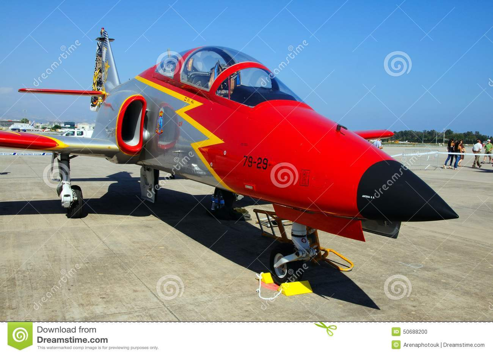 Download 住处C-101 Aviojet 编辑类图片. 图片 包括有 西班牙语, 红色, 军事, 显示, 通信工具 - 50688200