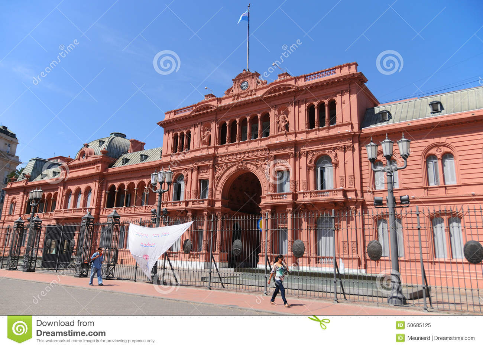 Download 住处Rosada 编辑类图片. 图片 包括有 宫殿, 独立, 办公室, 地标, 粉红色, 通用, 简易机场 - 50685125