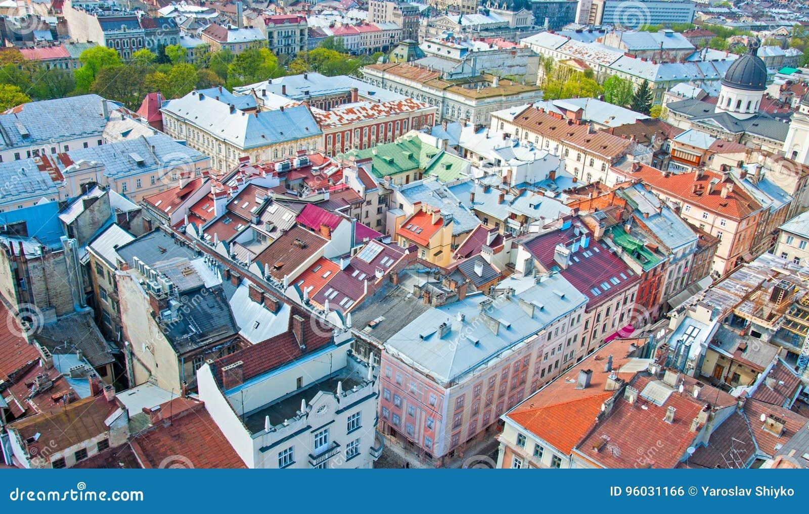住宅区的看法与房子和街道的从上面