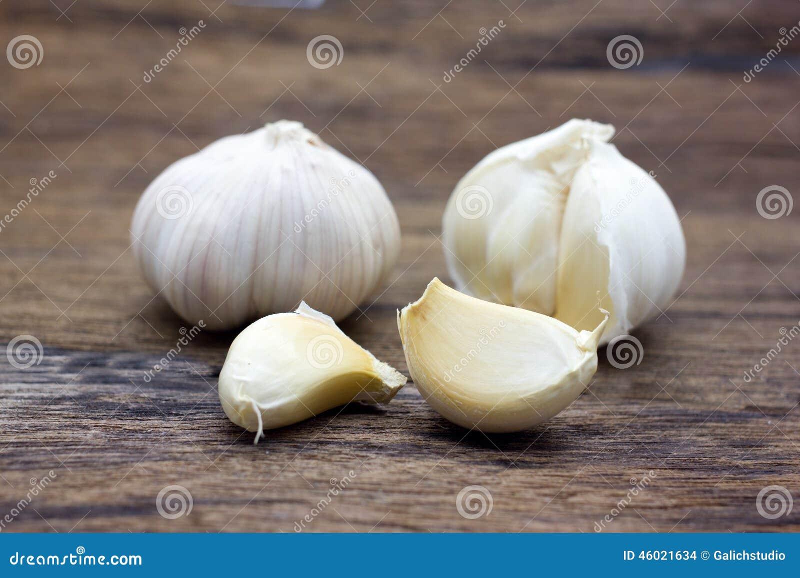 整体有机的大蒜和丁香