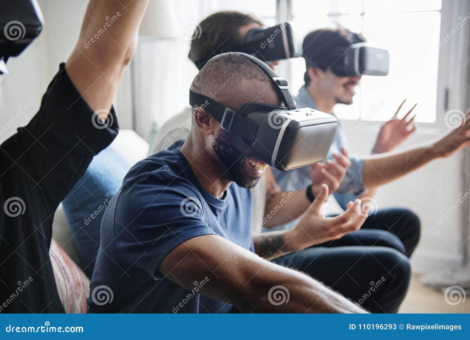 体验与VR hea的小组不同的朋友虚拟现实