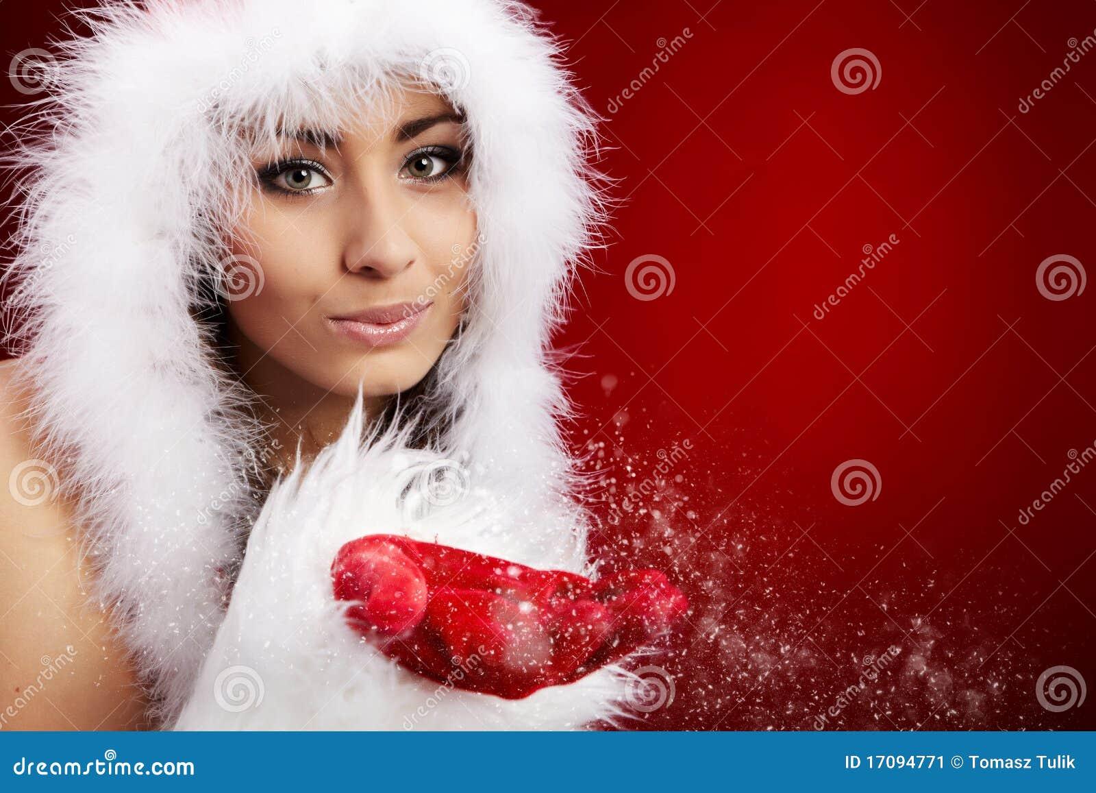 作为圣诞老人打扮的性感的新深色的妇女