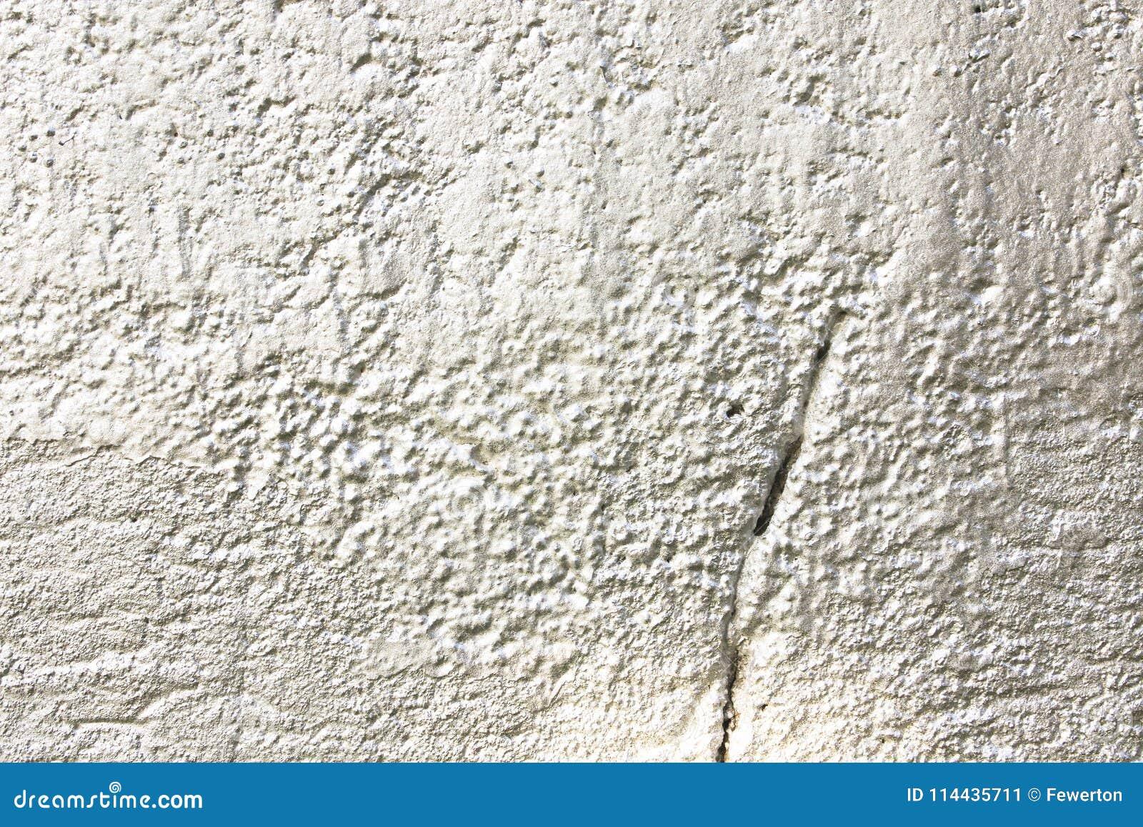 作为抽象纹理背景的白色灰色金属被喷洒的被绘的混凝土墙