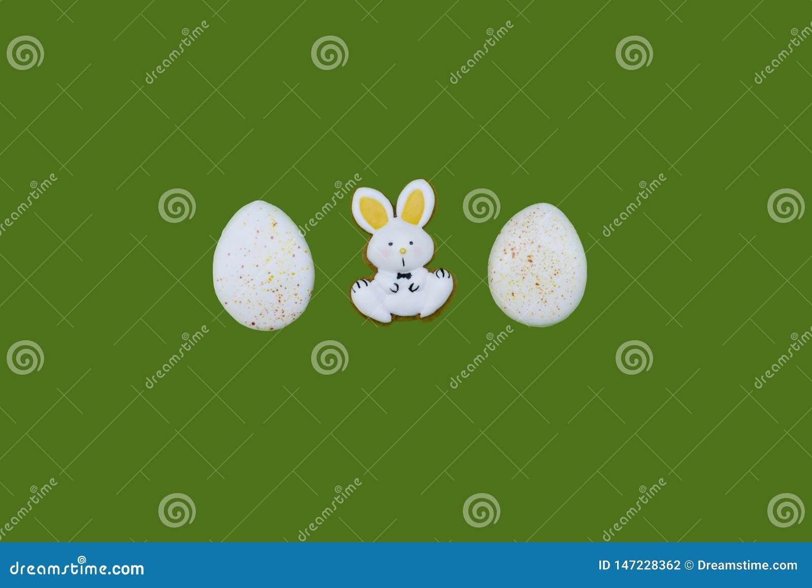 作为鸡蛋和野兔的复活节姜饼