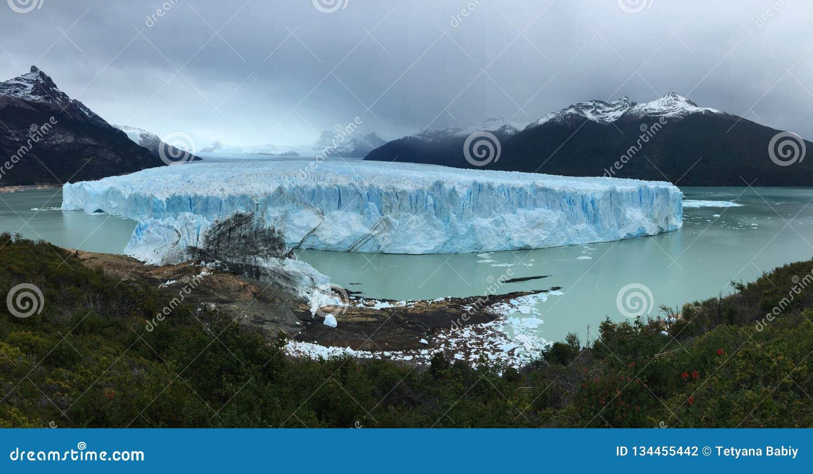 佩里托莫雷诺冰川-自然现象