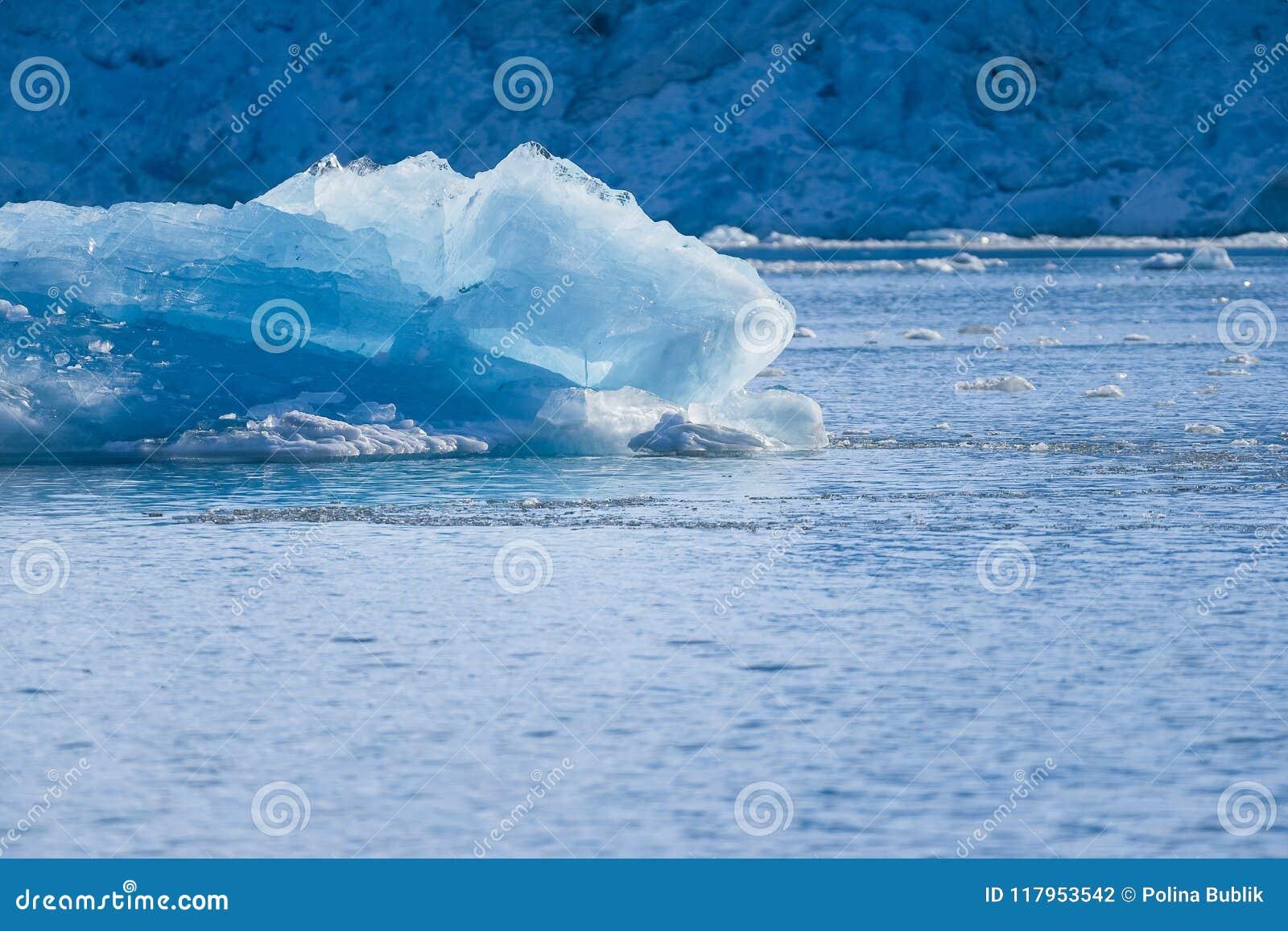 使卑尔根群岛朗伊尔城斯瓦尔巴特群岛北冰洋冬天极性天日落天空冰川山环境美化的冰本质