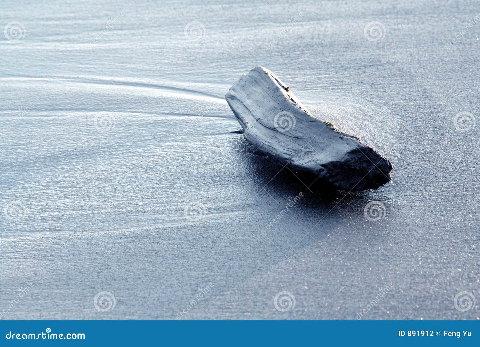 使漂流木头靠岸