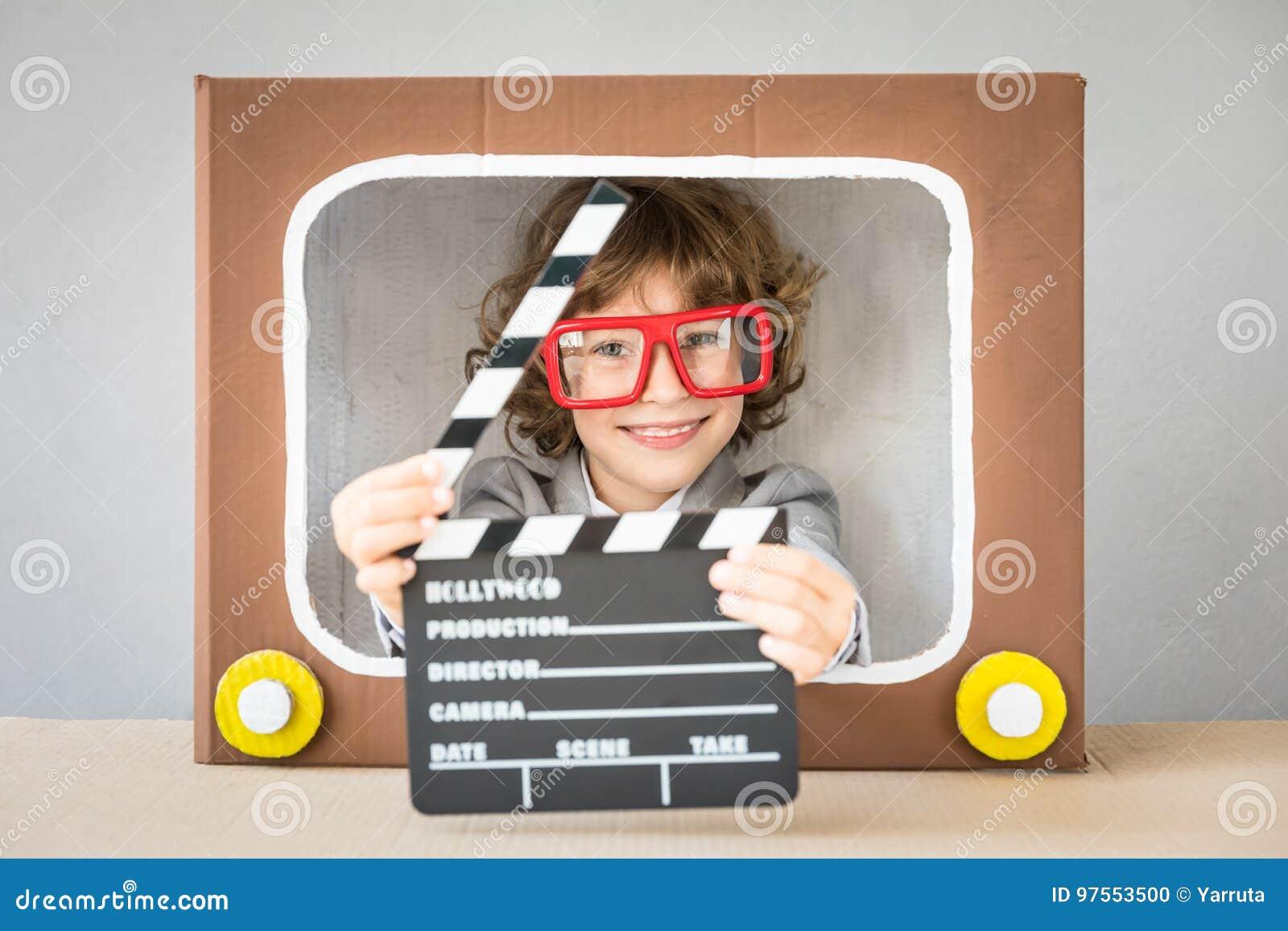 使用与动画片电视的孩子