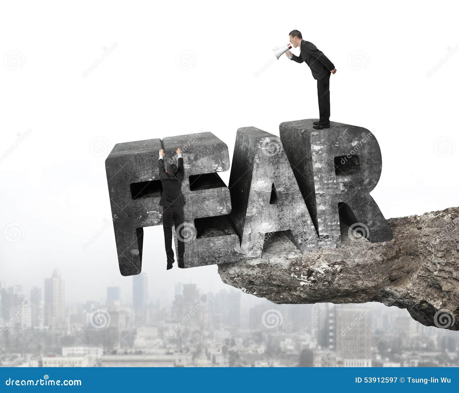使用扩音机雇员垂悬的恐惧词边缘峭壁城市的上司
