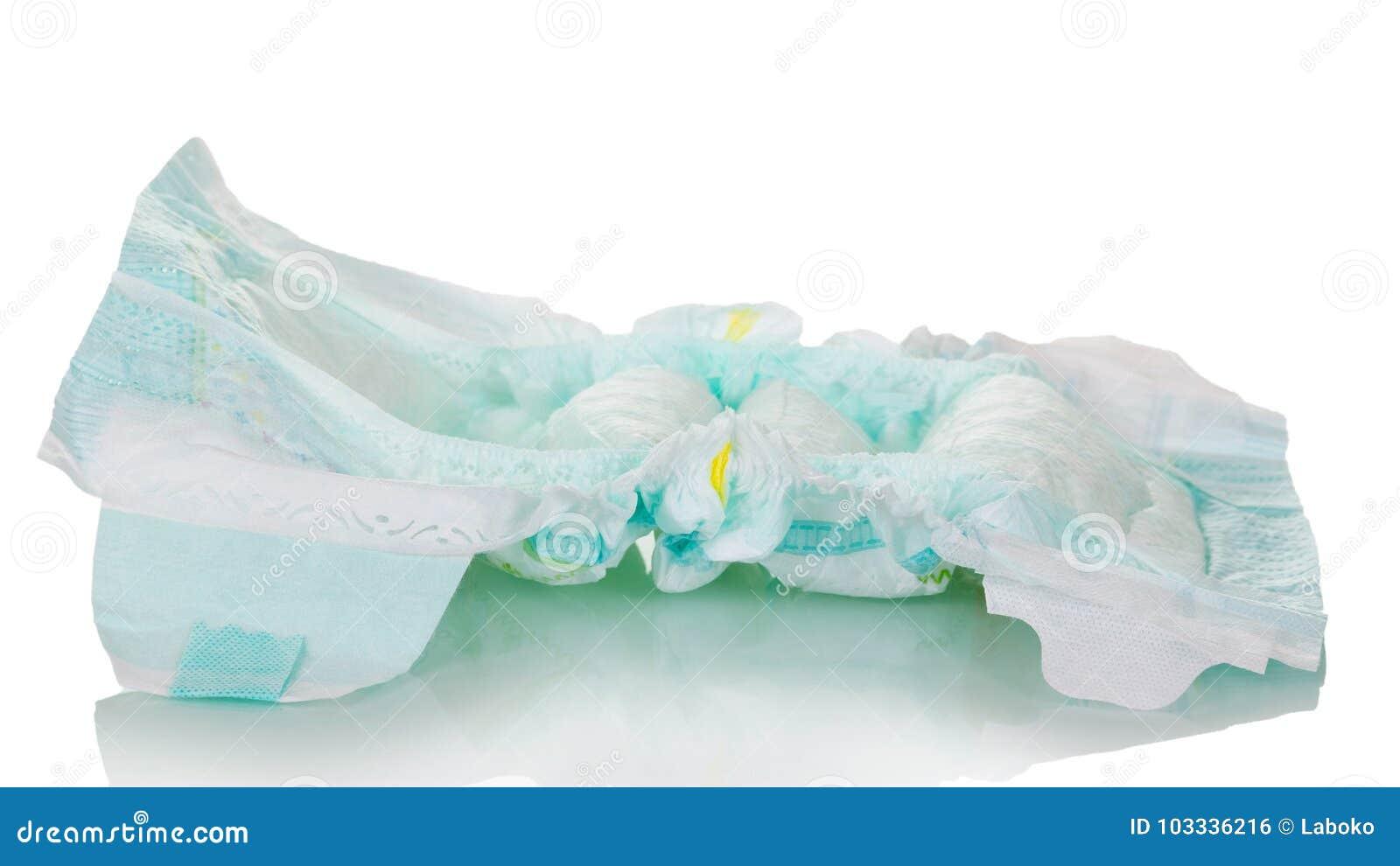 使用的一次性尿布在白色背景被隔绝