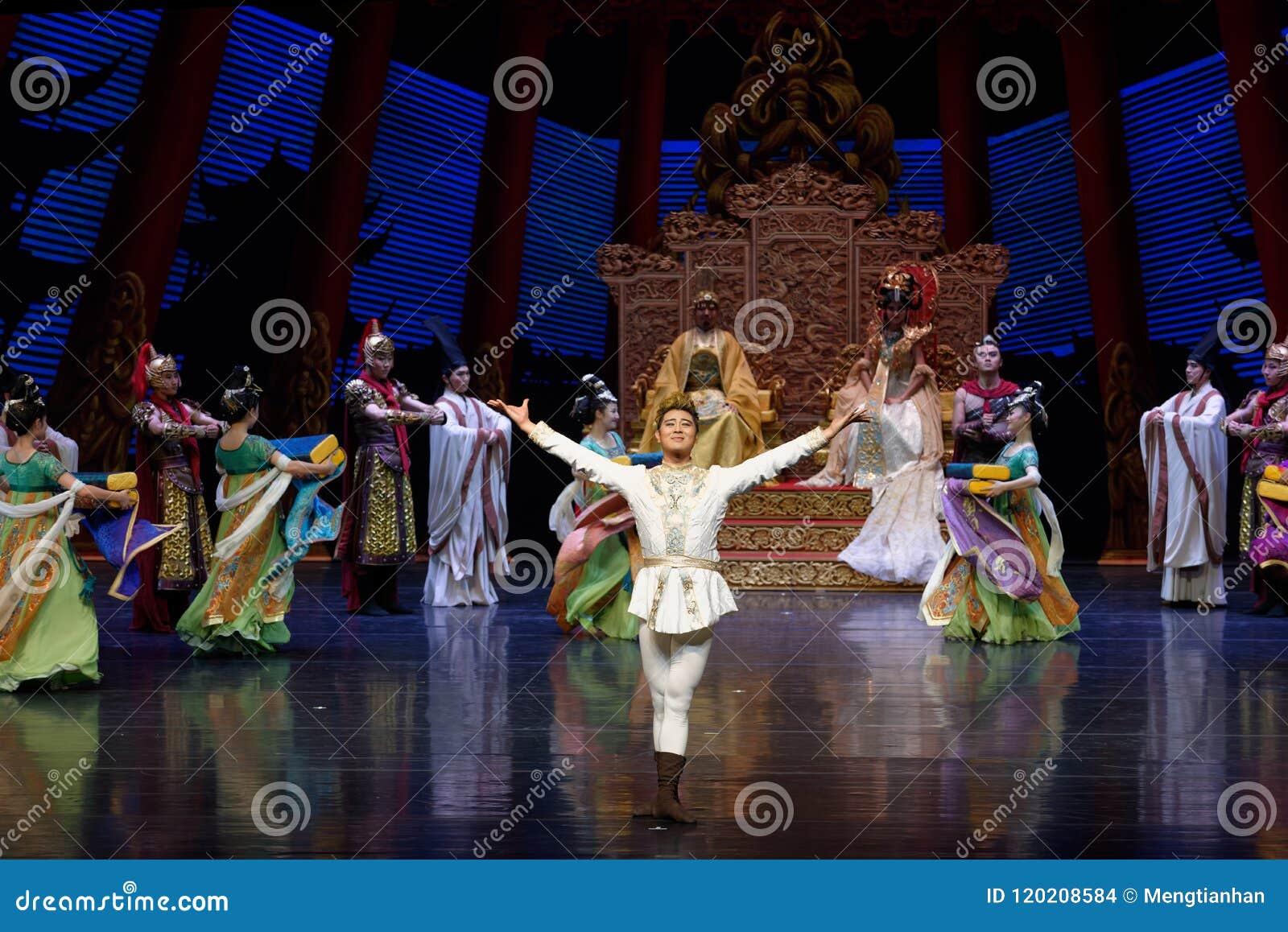 使者其次小波多力量这行动:在宫殿史诗舞蹈戏曲`丝绸公主`的一个宴餐
