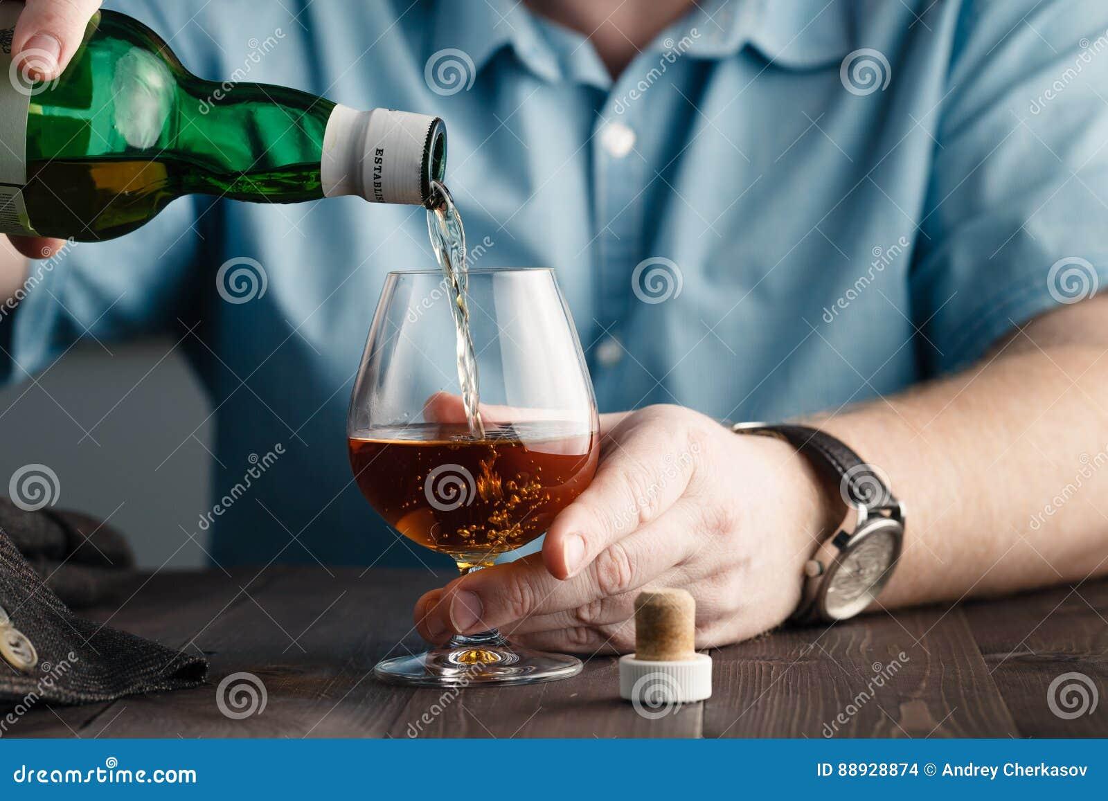 使问题,人上瘾倾吐自己威士忌酒