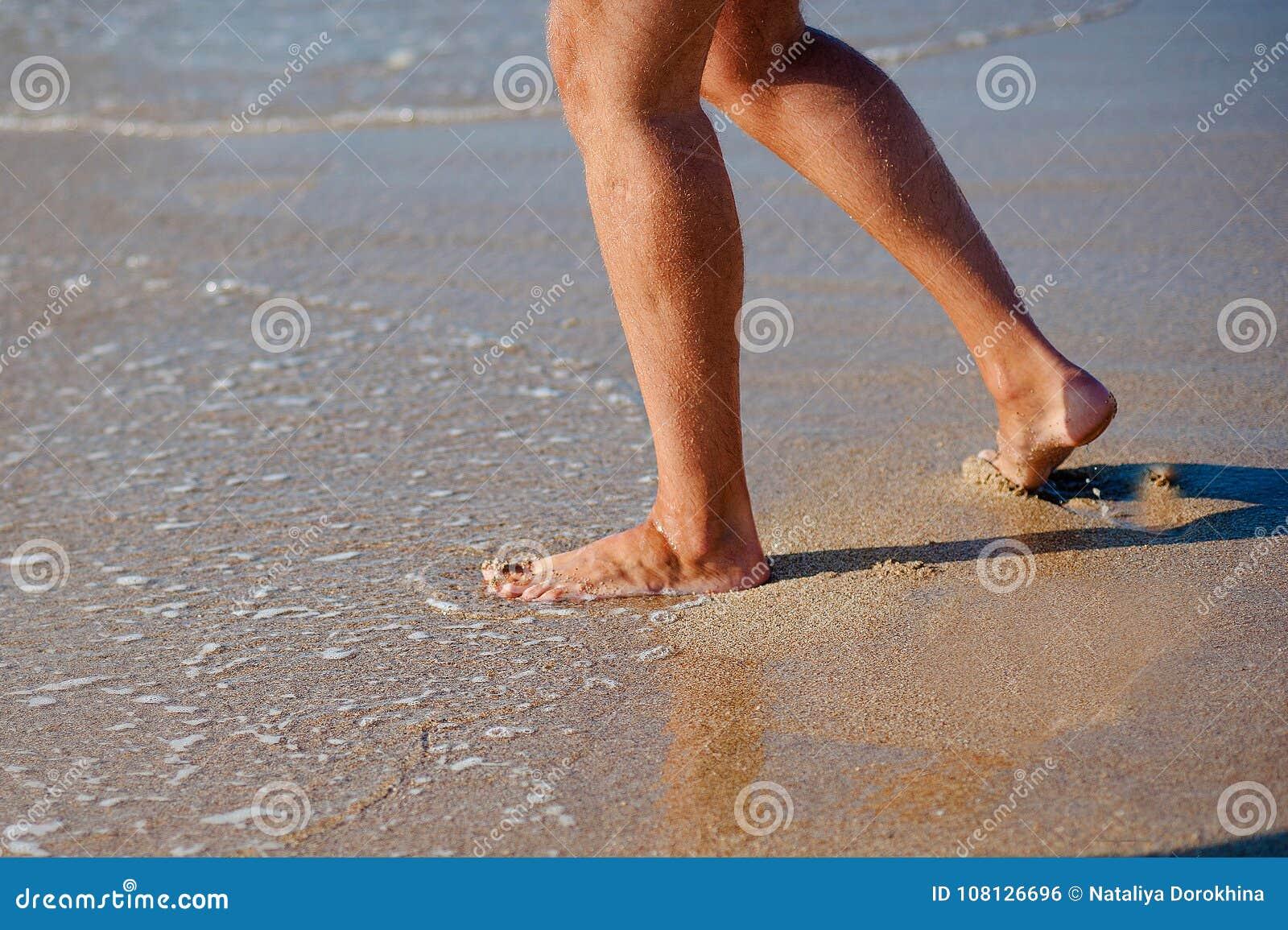 供以人员赛跑到海,假日假期概念