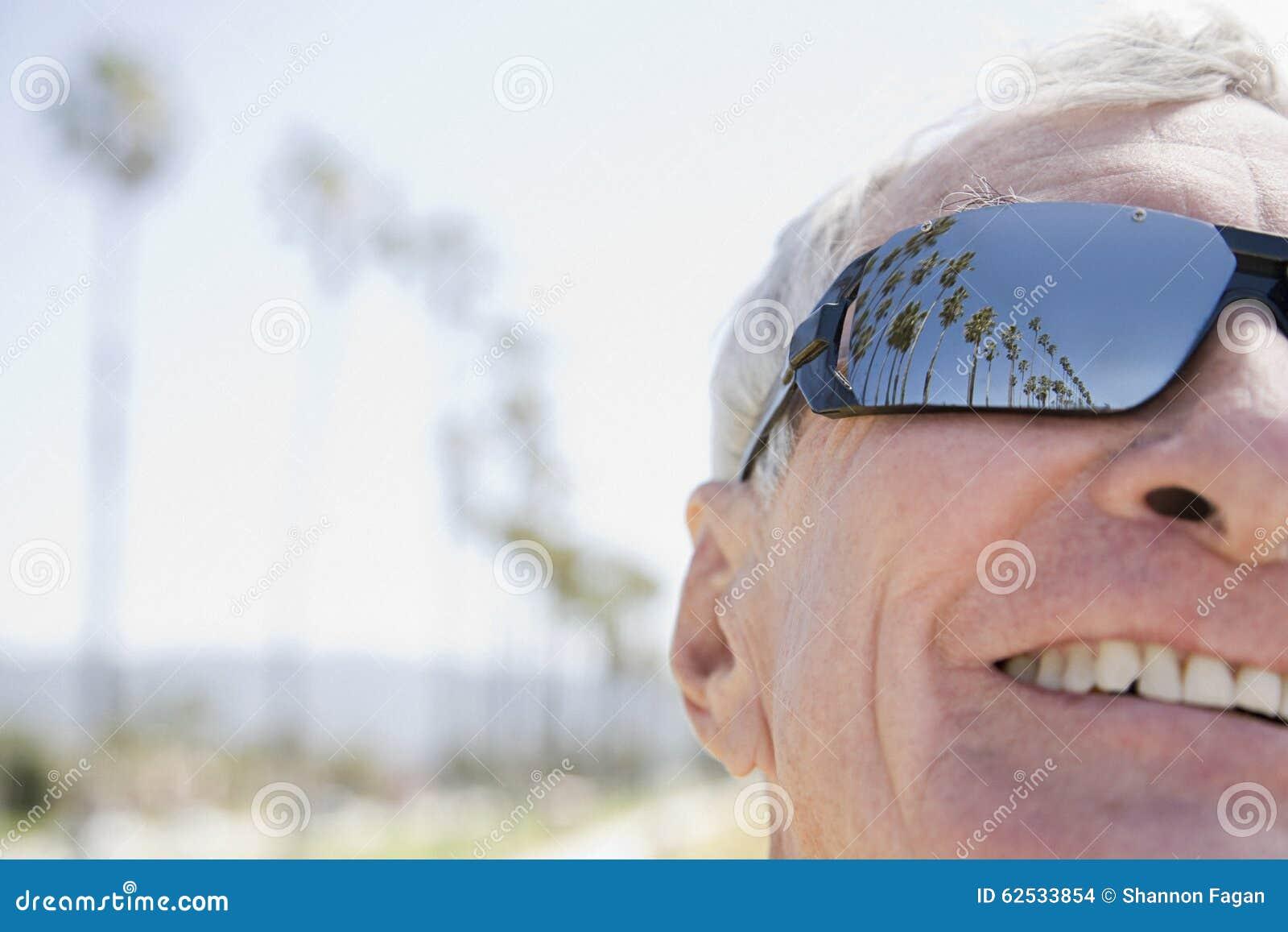 供以人员佩带的太阳镜
