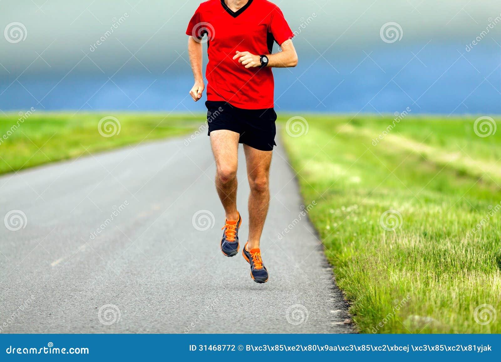 以��..�)ޚ)�y�N��Xg�Z_供以人员在乡下公路的赛跑,体育训练