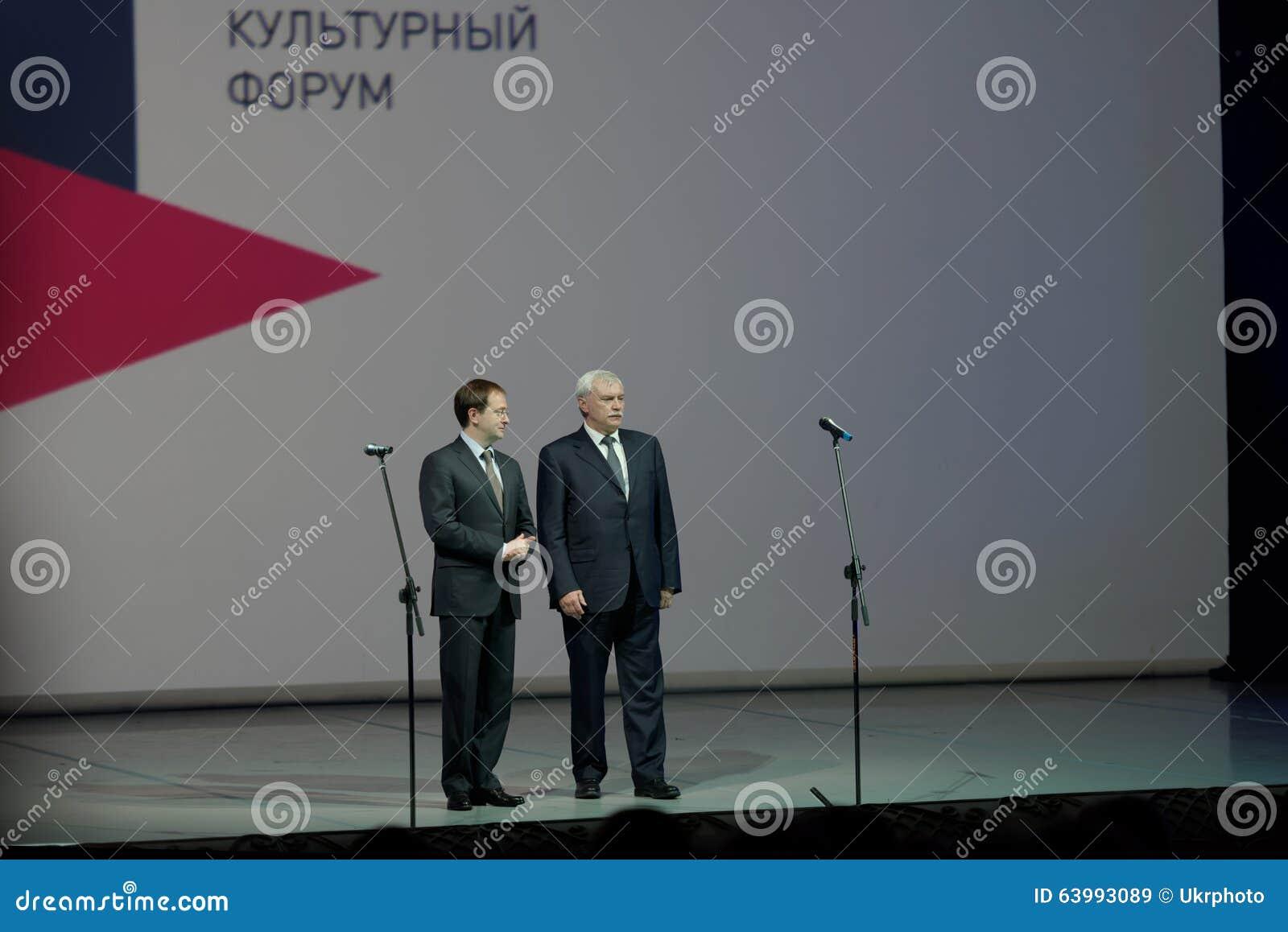 俄国圣彼德堡Georgy波尔塔夫琴科的文化部长弗拉基米尔Medinsky和州长