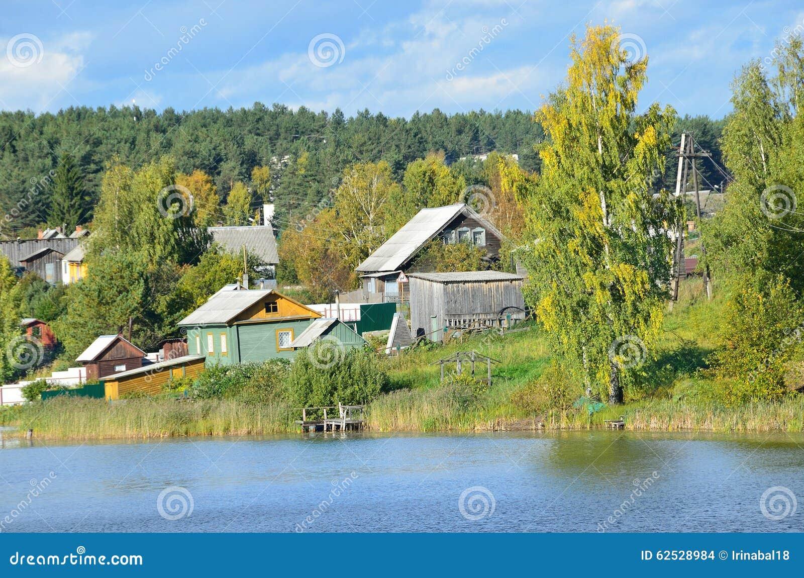 俄罗斯,卡累利阿,农村风景在村庄Conchezero