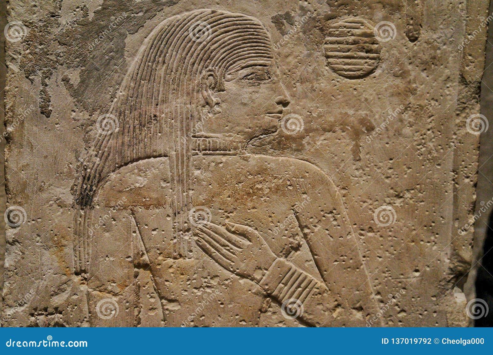 俄罗斯11月2018年莫斯科,埃及人霍尔在博物馆,墙壁浅浮雕