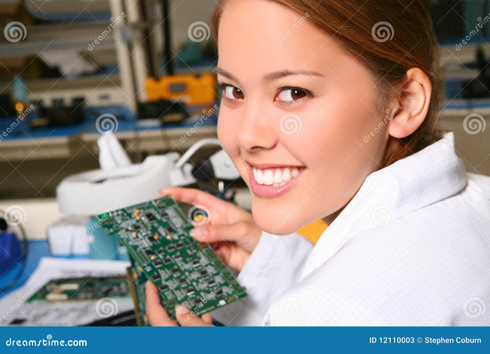 俏丽的技术人员妇女
