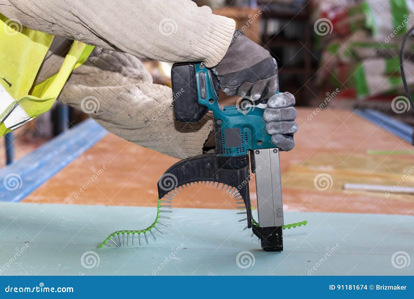 修筑木屋的墙壁 工作者用途附有的干式墙自动给料螺丝刀