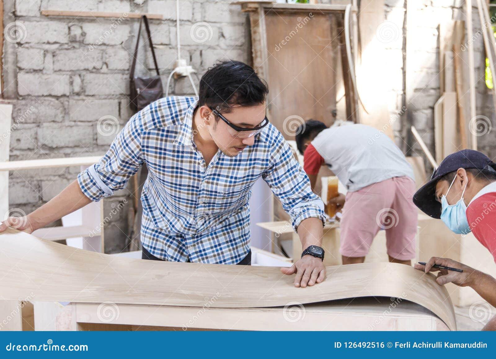修造家具的配合在木匠车间