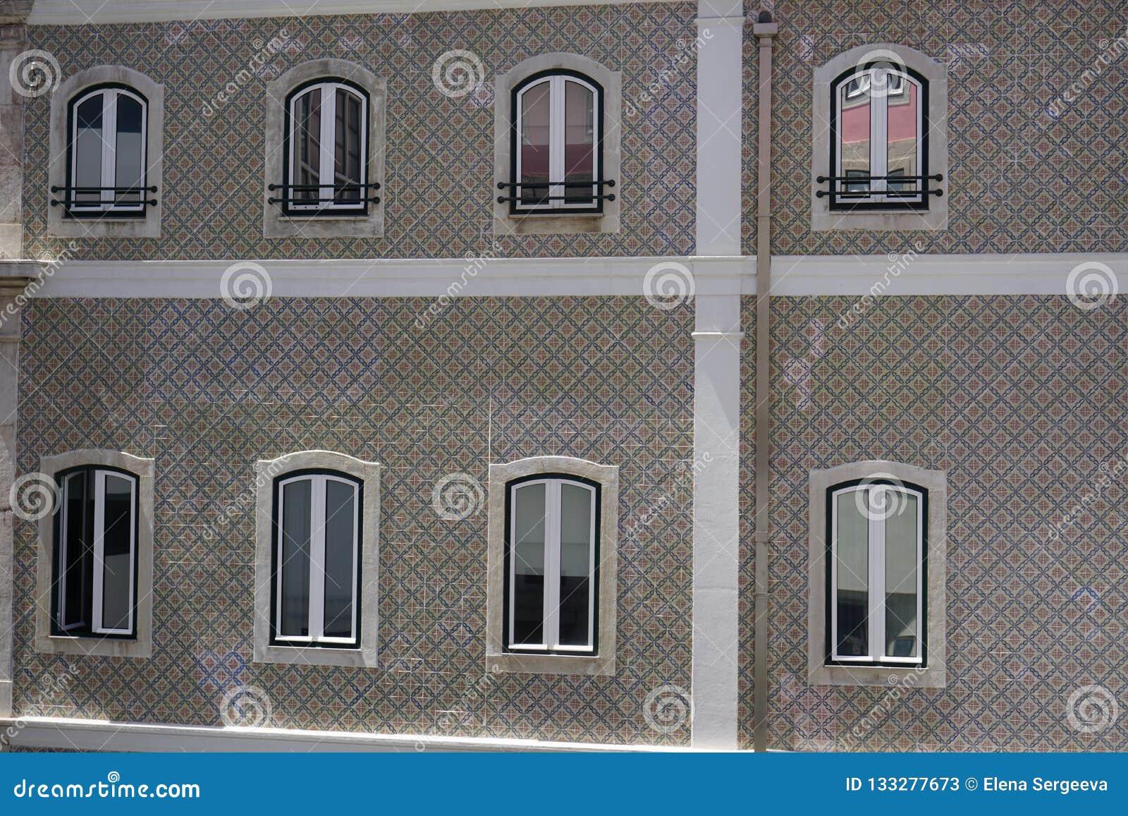 修造的inLisbon的墙壁,装饰由典型的被绘的瓷砖