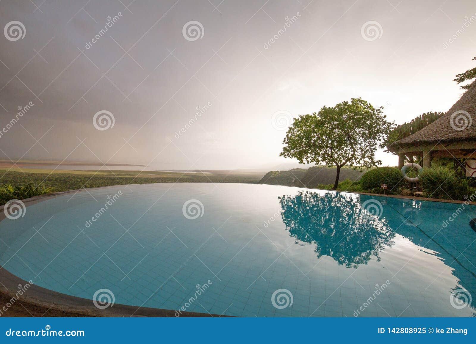 俯视曼雅拉湖坦桑尼亚的无限水池