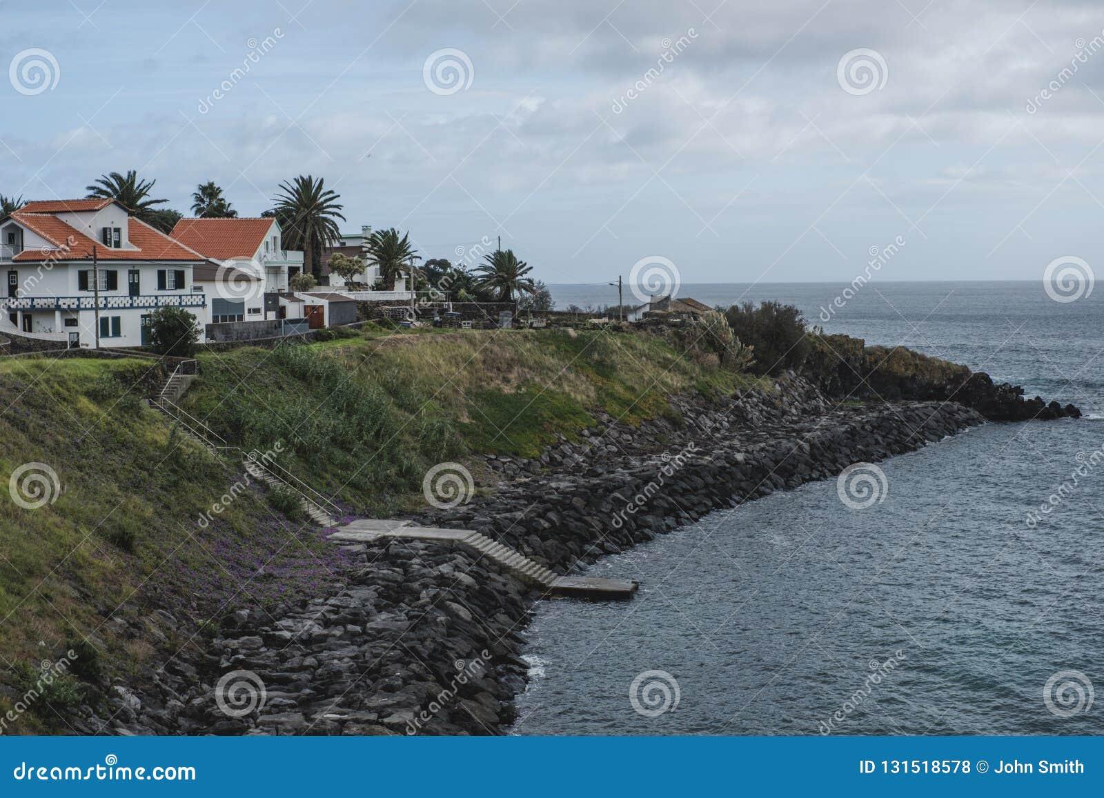 俯视特塞拉岛的家海洋在葡萄牙亚速尔