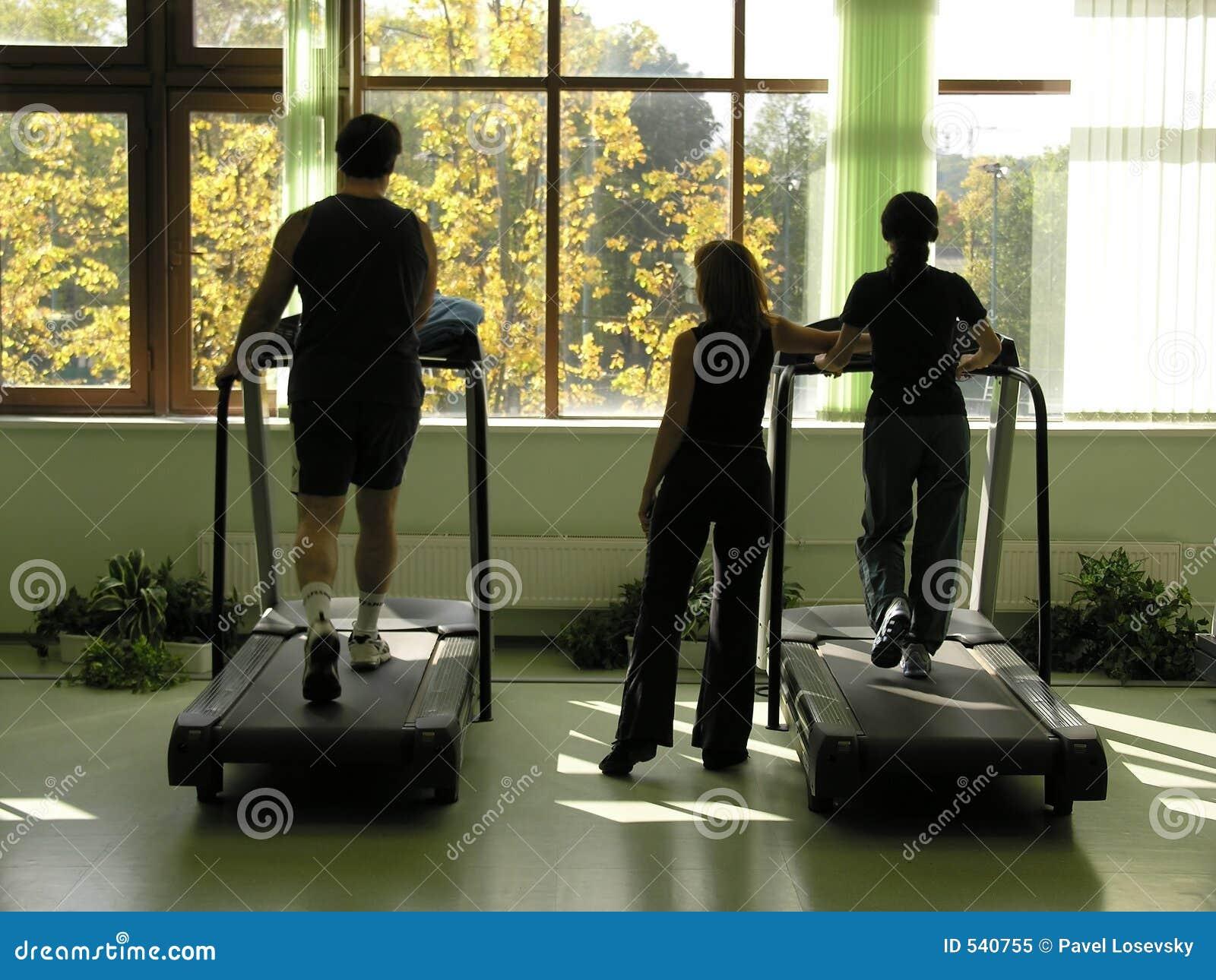 Download 俱乐部健康 库存图片. 图片 包括有 强健, 适应, 运行, 运动, 体育运动, 爱好健美者, 温泉, 人们 - 540755